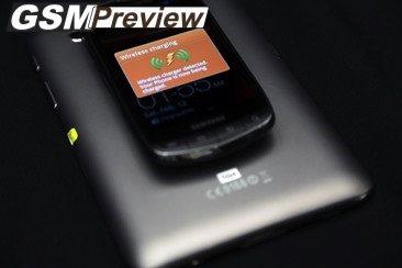 Fulton Innovation показва таблет, работещ като подложка за безжично зареждане