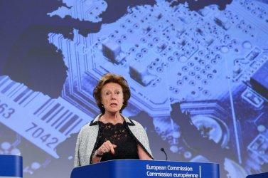 Еврокомисар Нели Крус призова за край на роуминга в ЕС от догодина