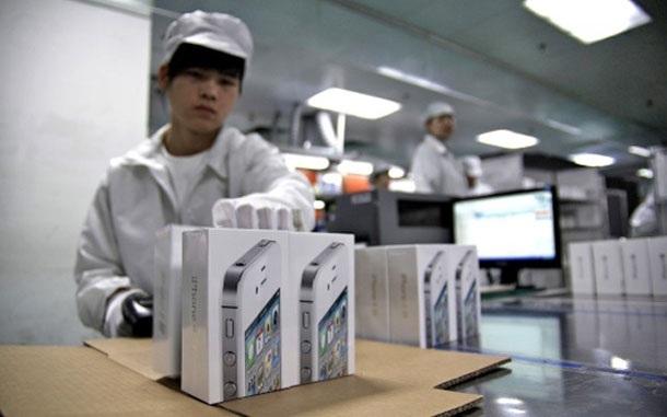 Евтиният iPhone може би няма да се произвежда от Foxconn